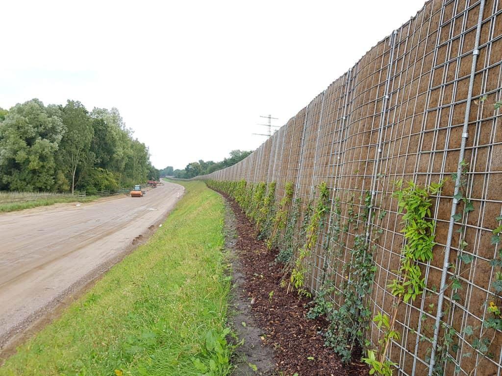 Bepflanzter R3 Steilwall von RAU in Pinneberg